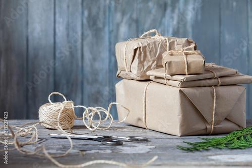 Prezenty świąteczne z rustykalnym tle