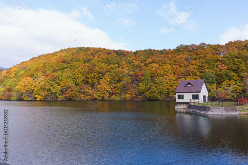 宮城県 長老湖の紅葉 autumn leaves in chourouko lake