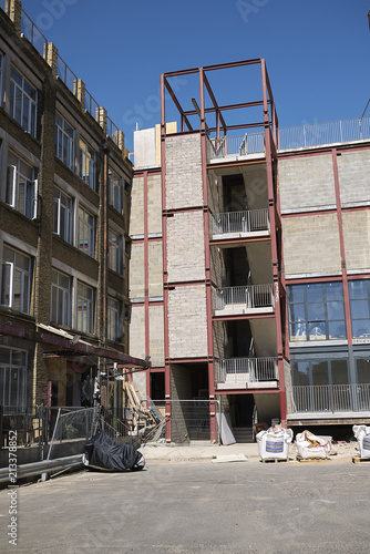 Foto Murales London, United Kingdom - June 25, 2018 : uilding renovation in Hackney Wick