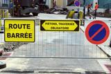 Travaux publics et panneaux - 213393612