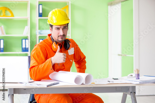 Foto Murales Construction supervisor planning new project in office