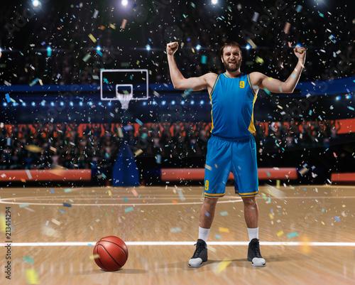 Fotobehang Basketbal basketball player standing on basketball court