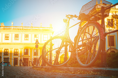 Foto Spatwand Fiets bicycle parked in an old European city