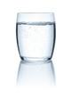 Leinwandbild Motiv Freigestelltes Glas mit Wasser