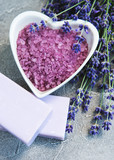 Heart-shaped bowl with sea salt, soap and fresh lavender flowers - 213596892