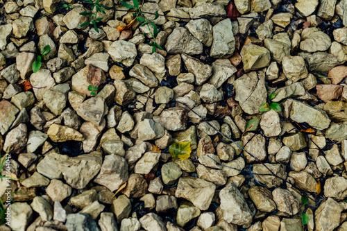 Aluminium Stenen gravel on rural road