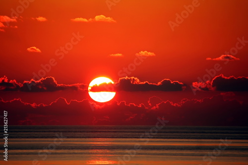 Plexiglas Zonsopgang Рассвет и закат солнца в океане