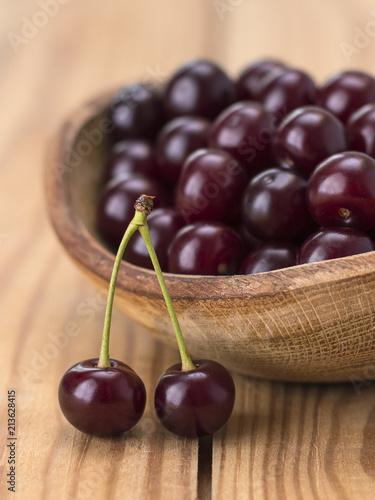 Fotobehang Kersen cherries on a wooden table.