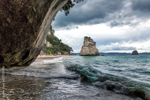 Foto Spatwand Cathedral Cove Big rock on Cathedral Cove beach, Coromandel Peninsula, New Zealand