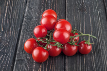 "Постер, картина, фотообои ""Two branches of cherry tomatoes"""