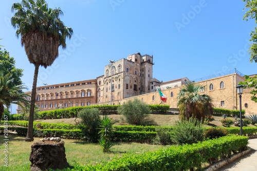 In de dag Palermo Palazzo dei Normanni (Palace of Normans) or Royal Palace of Palermo, seat of Kings of Sicily during Norman domination and served afterwards as main seat of power for subsequent rulers of Sicily