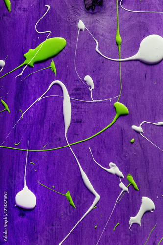 Artist working wooden table top with paint  marks spill all over the surface. Backgrounds collection - Blots and smudges of paint on the painted wooden wall. - 213821652