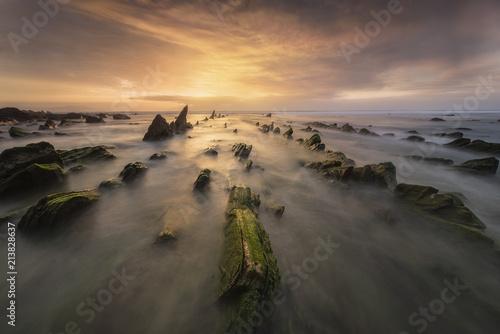mar cantabrico playa de barrika - 213828637