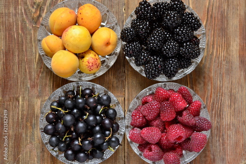 Apricots, black currants, blackberries and raspberries in a bowl, top view - 213829419