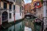 Venezia, canali - 213833679
