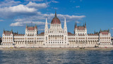 Budapest – Parlamentsgebäude - 213865027