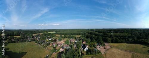 Dorf am Waldrand - 213876236