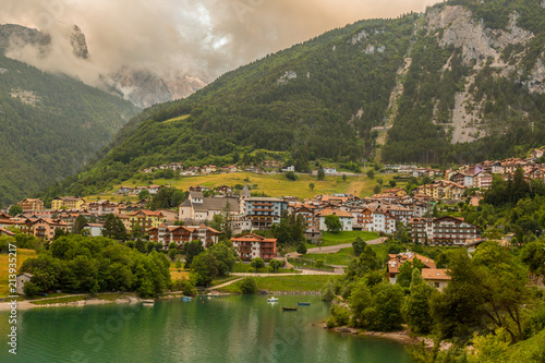 Foto Murales Lake Molveno, a wonderful lake, in western Trentino Alto Adige, Italy, at the foot of the Brenta Dolomites. The lake given the name to the polular tourist destination.