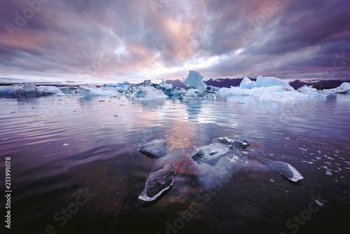 Leinwanddruck Bild Icebergs in Jokulsarlon glacial lagoon. Vatnajokull National Park, southeast Iceland, Europe.