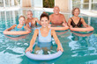 Leinwandbild Motiv Wassergymnastik Kurs für Senioren