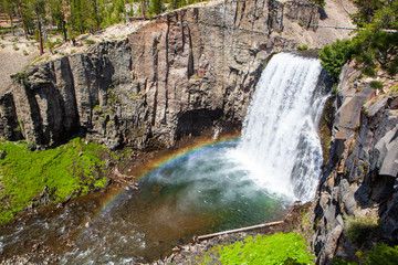Rainbow Falls in Devil's Postpile National Monument © Technophile