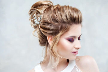 Wedding style. Beautiful young bride with luxury wedding hairstyle © Ulia Koltyrina