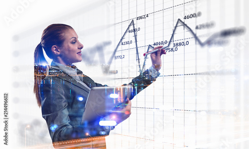 Leinwanddruck Bild Business lady with tablet draw graphs