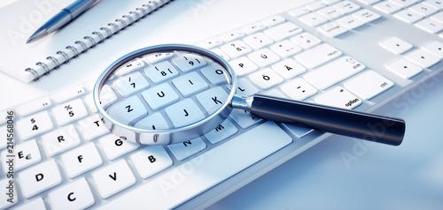 Leinwandbild Motiv Lupe auf Tastatur - Querformat