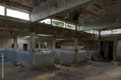 Foto Spatwand Oude verlaten gebouwen Shower room