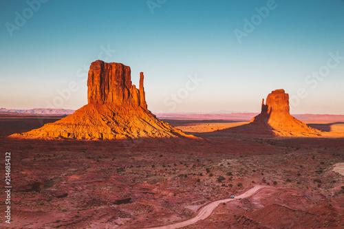 Leinwanddruck Bild Monument Valley at sunset, Arizona, USA