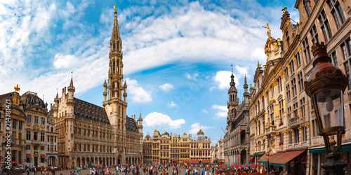 Foto Spatwand Brussel Grand Place Square with Brussels City Hall in Brussels, Belgium