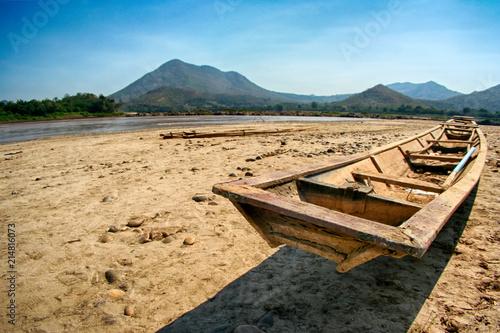 In de dag Schip coffin or old boat on dry land