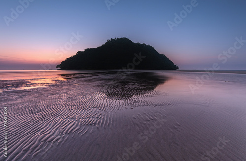 Canvas Aubergine view of beautiful sunset seascape at Kudat, Sabah Malaysia. soft focus due to long expose.