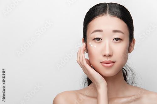 Brunette cassandra facial cumshot