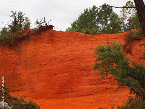 Canvas Rood traf. The magnificent landscape of the colorado of Rustrel, France