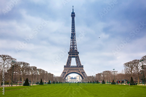 The famous Tour Eiffel at the end of winter - 214944654