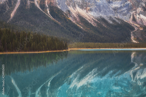 Canvas Lavendel Emerald Lake Reflection No 1