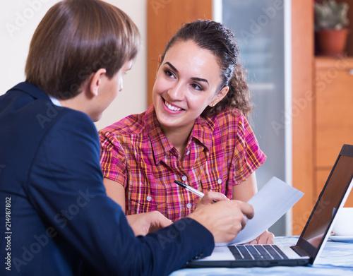 Leinwandbild Motiv Insurance agent and customer discussing