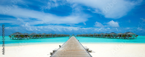 Foto Murales beach with water bungalows at Maldives