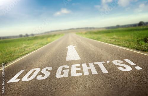 "Straße mit dem Slogan "" los geht´s"""