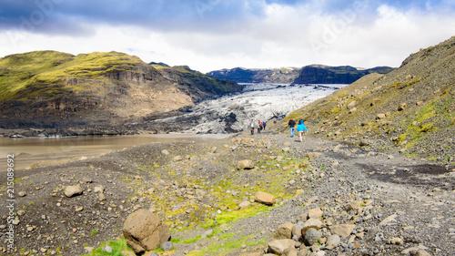 Foto Spatwand Zomer Senderismo por el glaciar Solheimajokull, Islandia.
