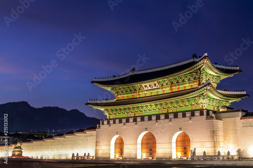 Aluminium Seoel Gwanghwamun Gate in Seoul, South Korea at Twilight