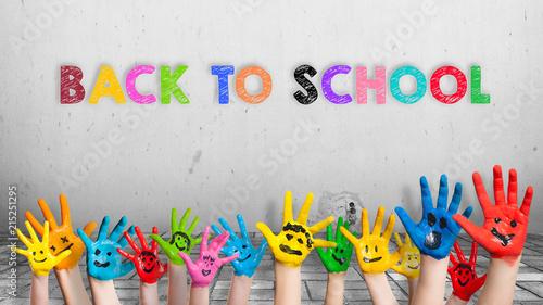 """Leinwanddruck Bild angemalte Kinderhände und die Nachricht """"Back to school"""" in bunten Farben"""
