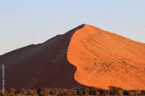 Canvas Oranje eclat The red sand of the sossusvlei desert dunes namibia - dune 45
