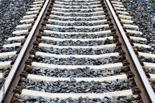Foto Spatwand Spoorlijn Detail of railroad tracks. Focus on foreground.