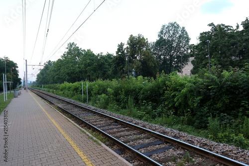 Foto Spatwand Spoorlijn железнодорожный путь - дорога с направляющей рельсовой колеёй и шпалами