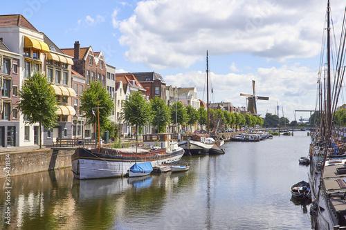 Canvas Rotterdam Water channel in Rotterdam