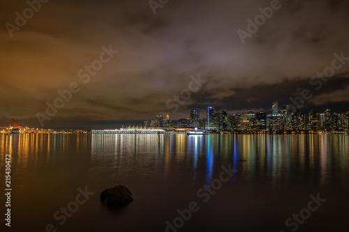 In de dag Canada Skyline of Vancouver at night