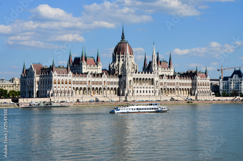 Foto Spatwand Boedapest View of Parliament and Danube River in Budapest