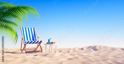 Leinwanddruck Bild Leerer Strand mit Liegestuhl und Cocktail